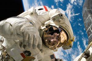 Astronot Ini Memanggil Nomor 911 Dari Luar Angakasa