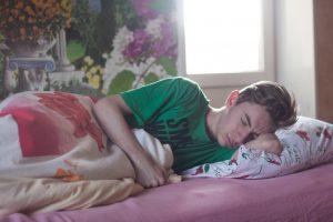 7 Alasan Mengapa Anda Harus Tidur Di Sisi Kiri Anda