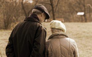 Peran Keluarga Dalam Pemenuhan Kebutuhan Perawatan Diri Dan Kebahagiaan Lansia Di Usia Lanjut