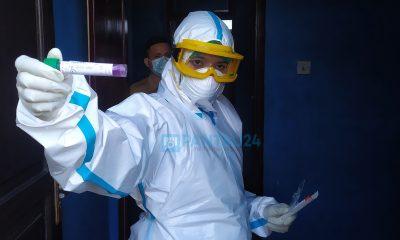 Pengambilan sampel swab oleh petugas kesehatan RSUDBolmong kepada anggota penyelenggara Pilkada