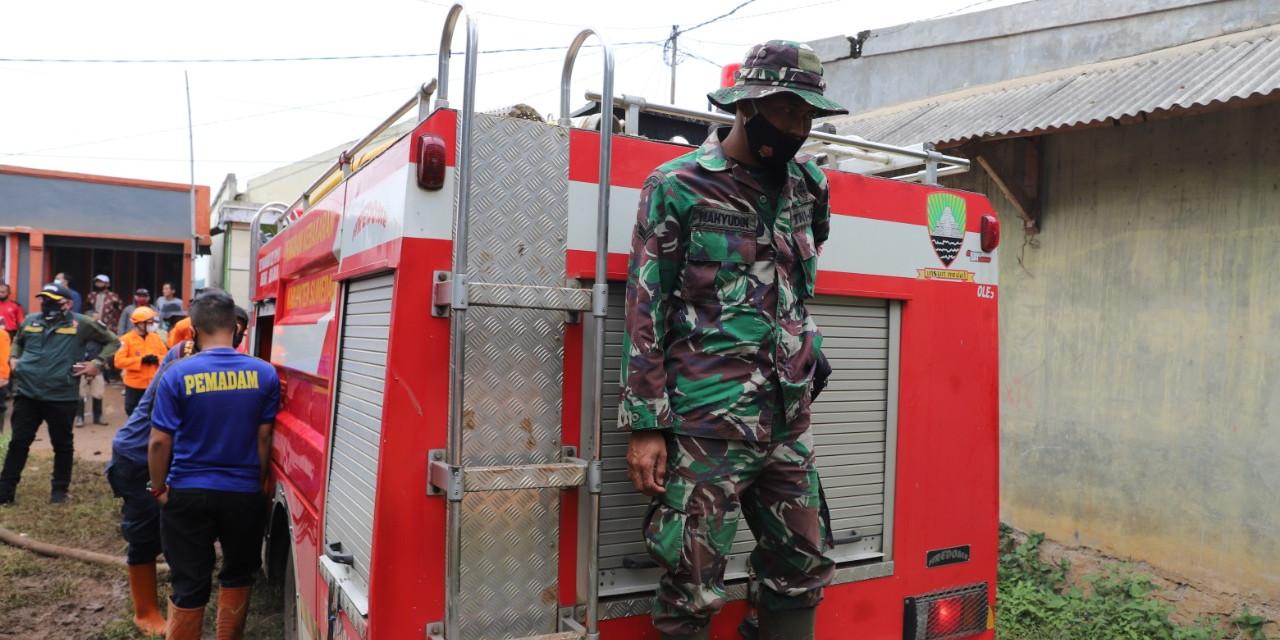 Tim gabungan yang dipimpin oleh Basarnas masih mencari 26 warga yang hilang.