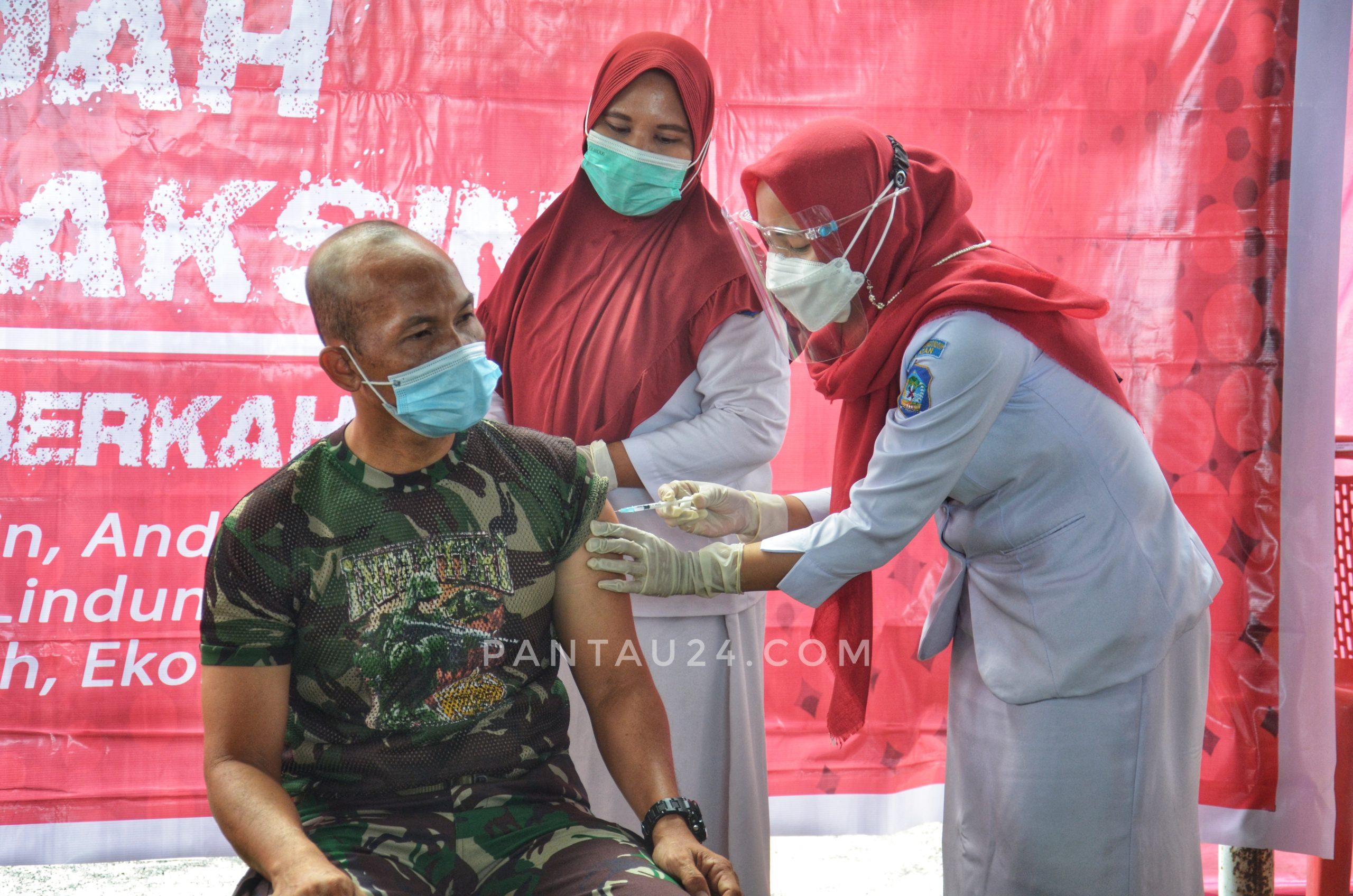 Penyuntikan vaksin Covid-19 pertama di Bolsel
