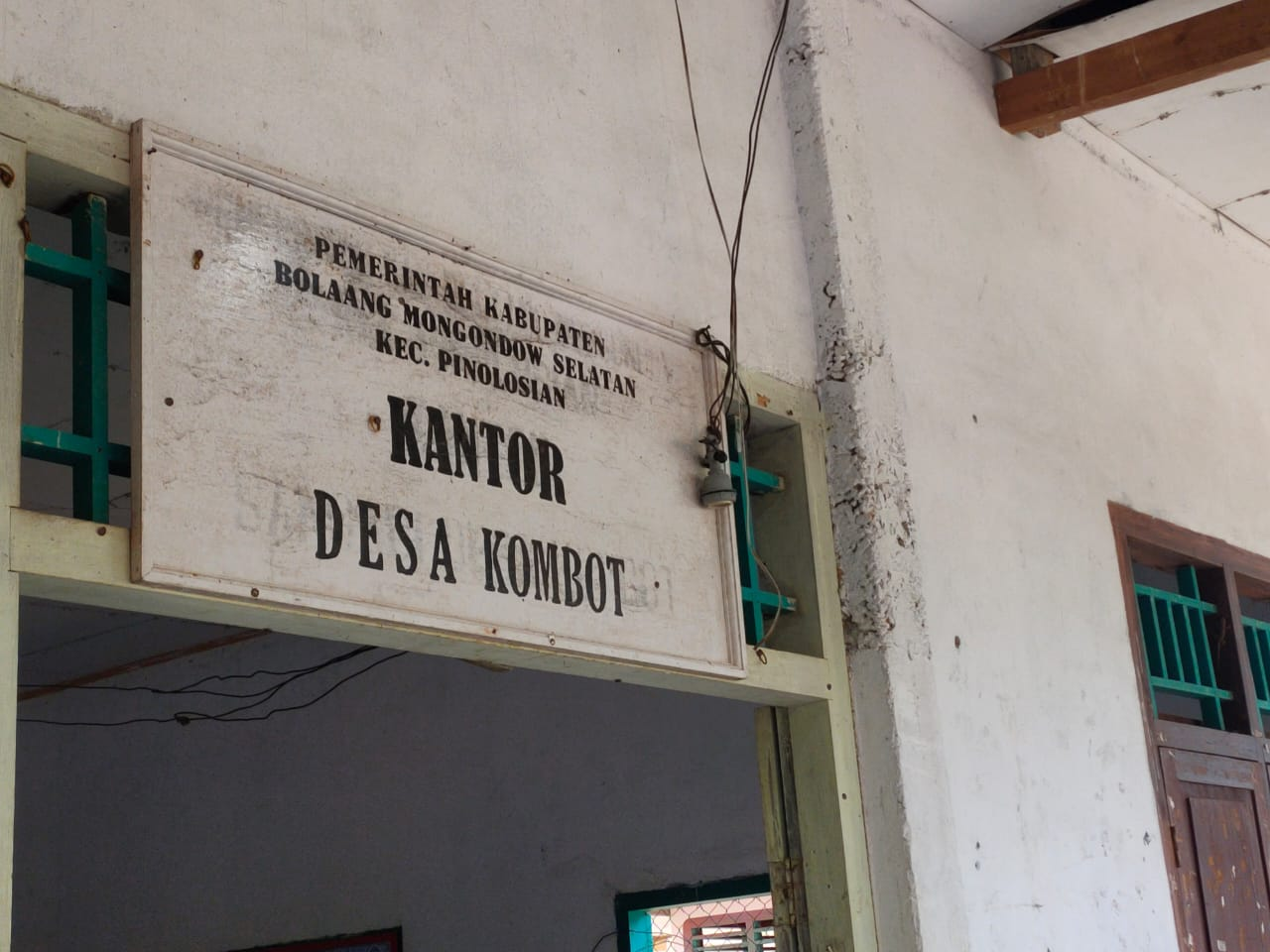 Kantor Desa Kombot, Kecamatan Pinolosian.