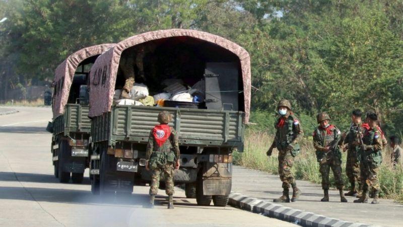 Pasukan-militer-dikerahkan-untuk-menutup-jalan-jalan-di-ibu-kota-Nay-Pyi-Taw