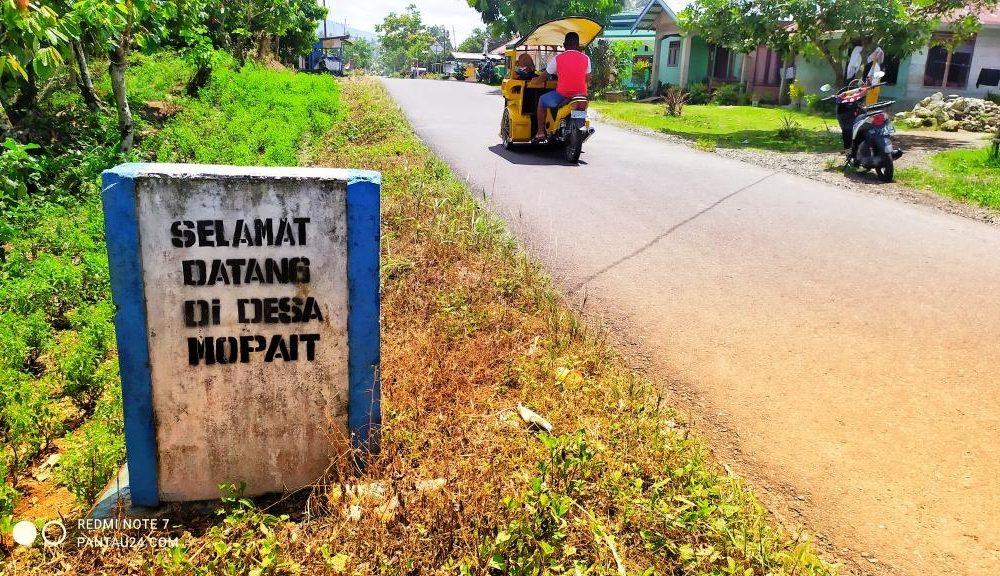 Tugu batas Desa Mopait dengan Desa Kopandakan II