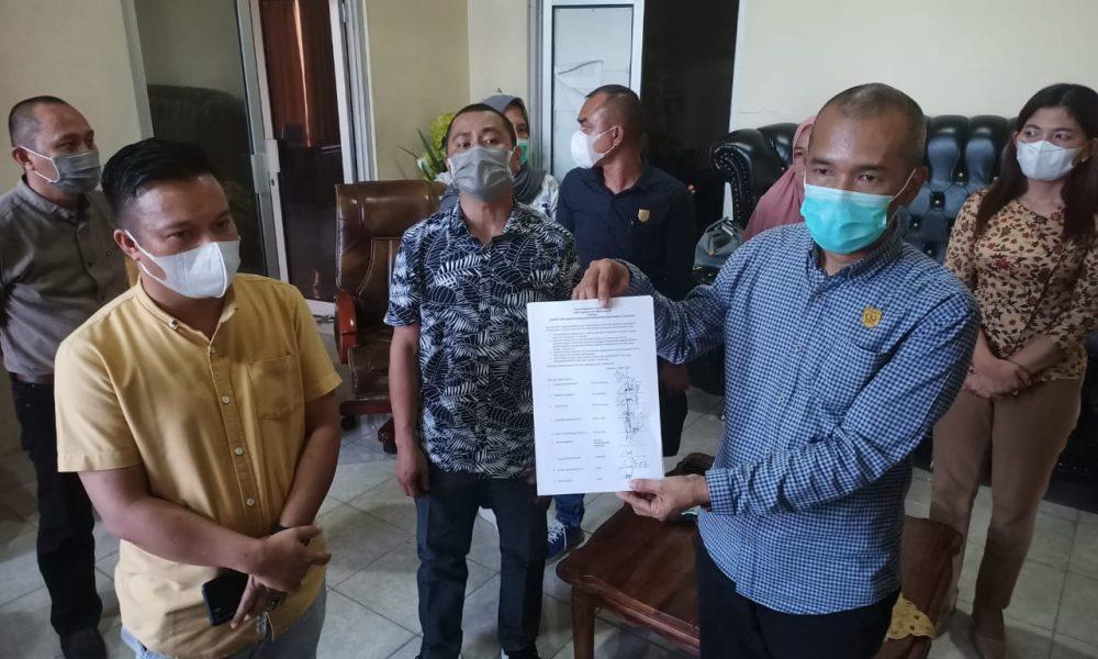 Lima Fraksi DPRD Bolmong menyatakan mosi tidak percaya kepada Ketua DPRD Bolmong, Welty Komaling