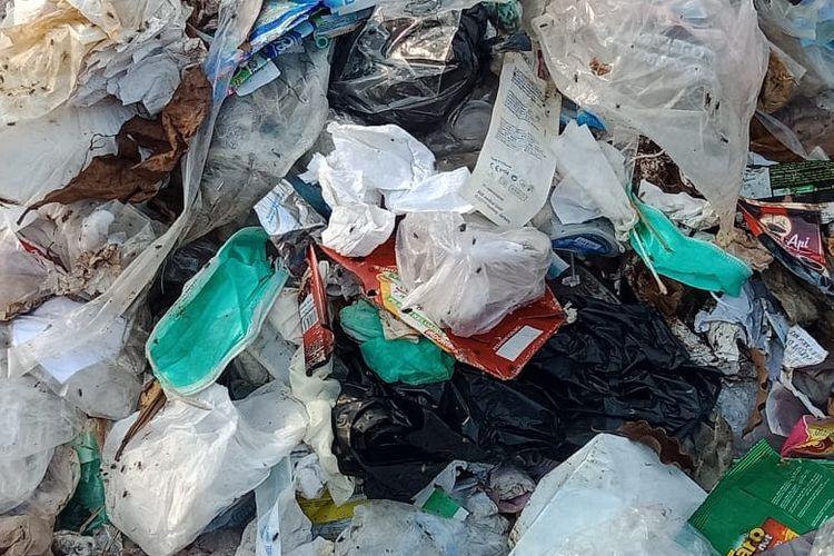 Limbah medis dan limbah rumah tangga bercampur di TPA
