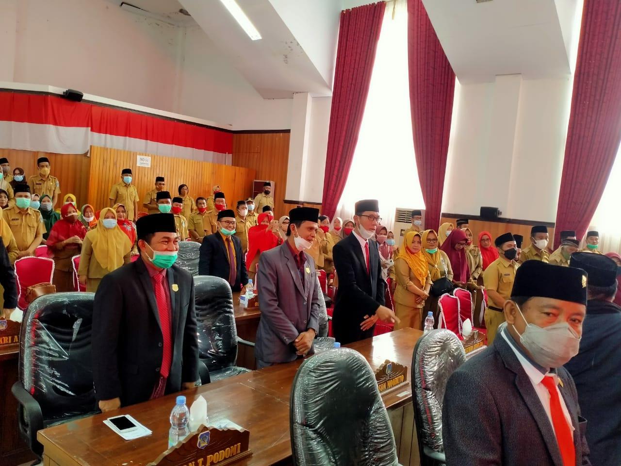 Rapat-Paripurna-DPRD-Bolsel-dalam-rangka-mendengarkan-pidato-Bupati-dan-Wakil-Bupati-Bolsel-masa-jabatan-2021-2024-1