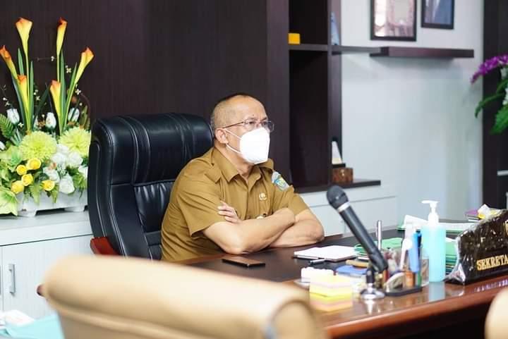 Sekda Bolmut Asripan Nani saat mengikuti rakor secara virtual bersamaDitjen Pol Dan Pum Kemendagri terkait penyelenggaran Pemilu 2024.