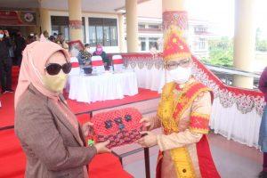 Kerajinan Tangan di Bolmong Berbahan Dasar Serat Daun Nenas Resmi Dipasarkan