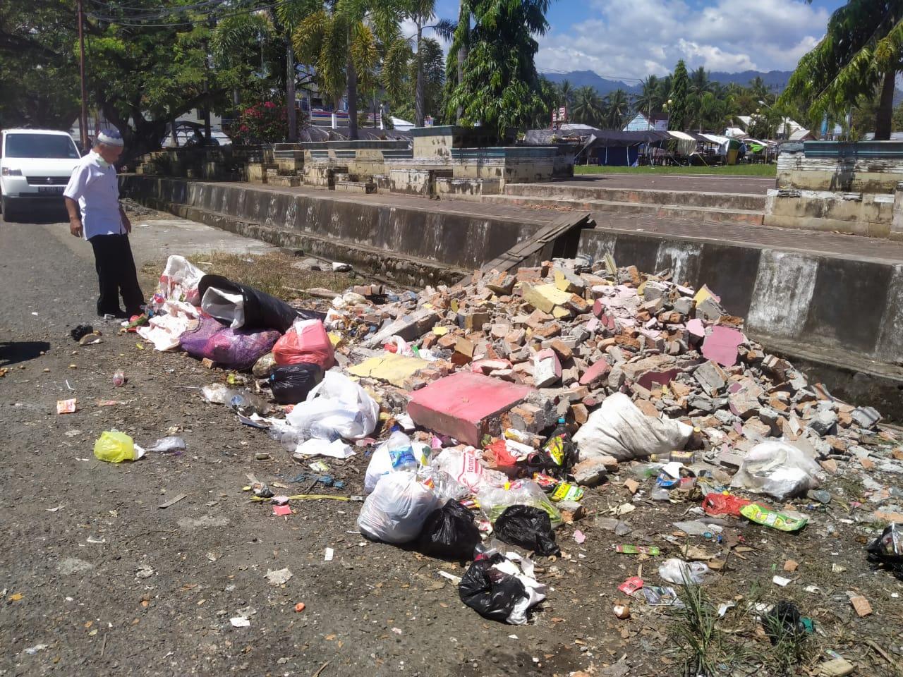 Bak sampah di Lapangan Daagon Lolak ratah tanah dirusak orang tak dikenal