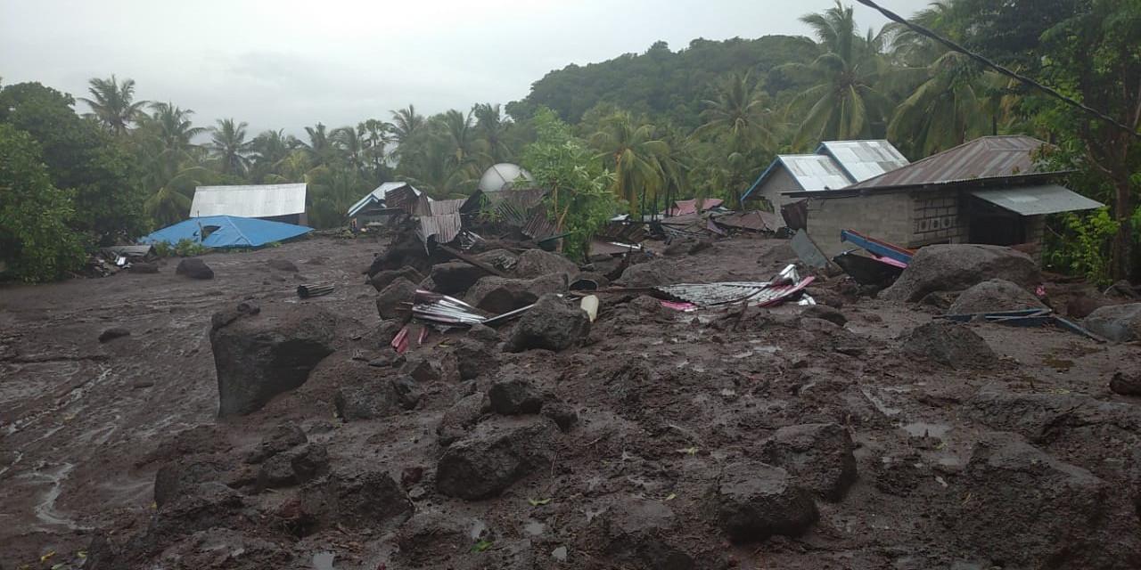 Kondsi desa yang dihantam banjir bandang di Kabupaten Flores Timur