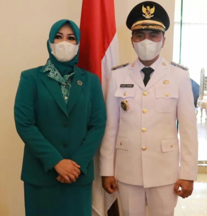 Sam Sachrul Mamonto bersama istri Seska Ervina Budiman