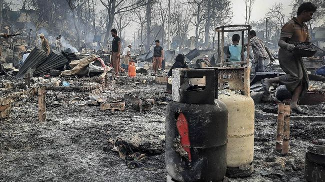 puing-sisa-kebakaran-kamp-rohingya-di-bangladesh-7_169