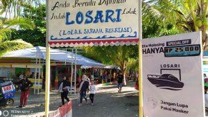 FOTO: Berwisata di Tengah Pandemi, Banyak Pengungjung Pantai Losari Lolak Tak Pakai Masker