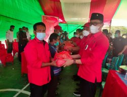 DPC PDI-P Bolsel Bagikan Paket Sembako di Pinteng